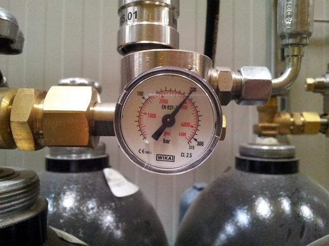Impianti antincendio di spegnimento automatico elettron - Volumi uguali di gas diversi ...